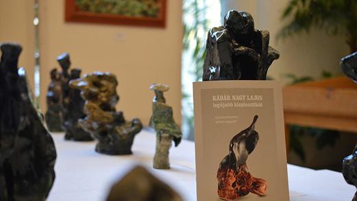 kép:Szoborkodom-kiállítási-szobrok-és-egy-prospektus