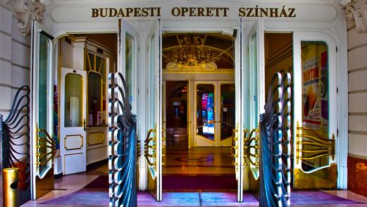 kép:budapesti operett színház bejárata nyitott ajtókkal