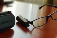 orcam minieszköz egy asztalon