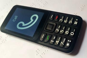 hagyományos nyomógombos mobiltelefon vak és gyengénlátóknak